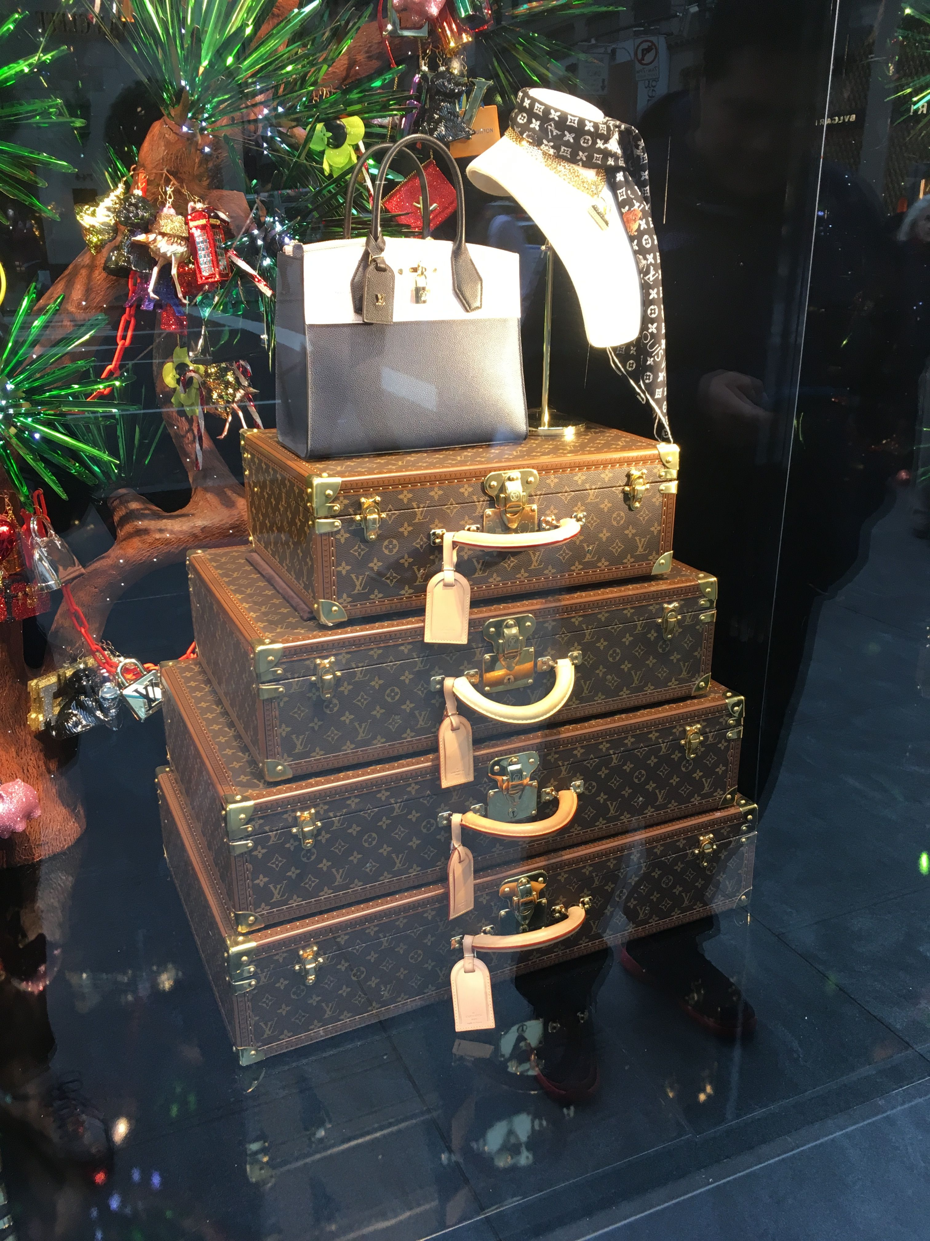 Spectacular Christmas Window Displays On Fifth Avenue NYC