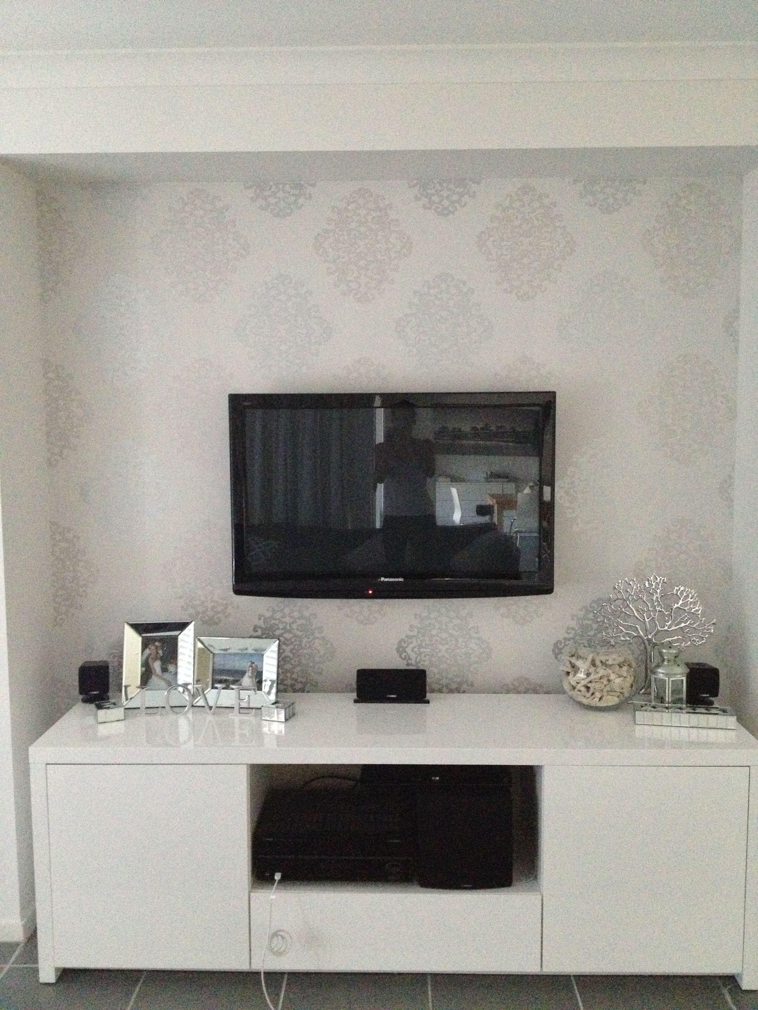 eijffinger silver damask wallpaper creates a beautiful. Black Bedroom Furniture Sets. Home Design Ideas