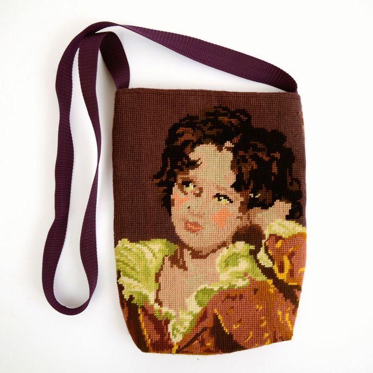 Tas met borduurwerk van jongen.