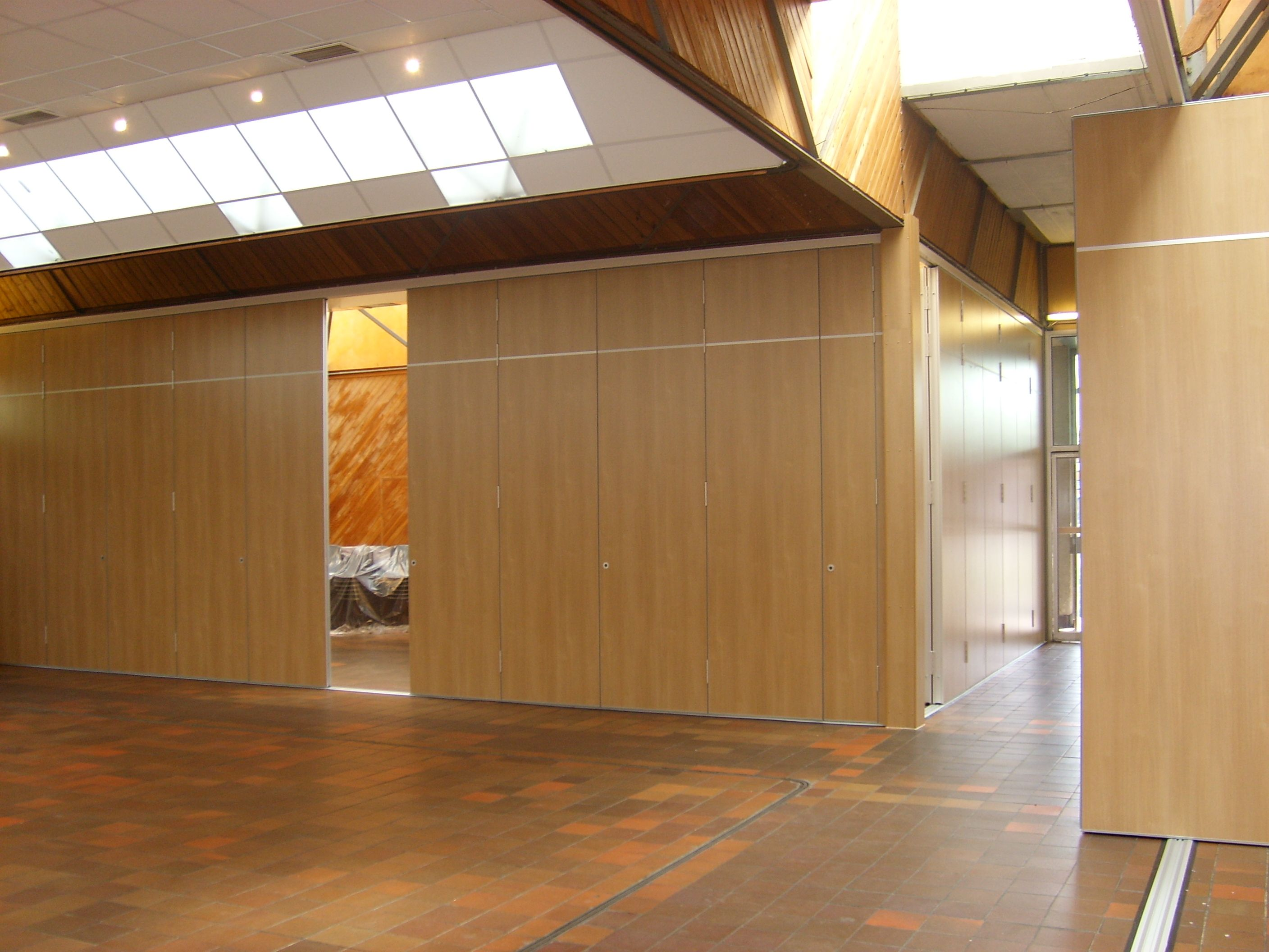 Sliding folding partition sliding wall installed to allow for Sliding door partition wall