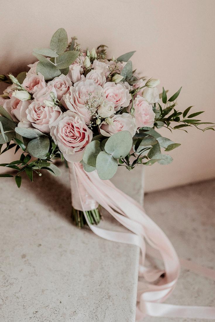 Addobbo Per Chiesa Con Colori Pastello Ed Edera Fiori Per Matrimoni Fioristi Bouquet