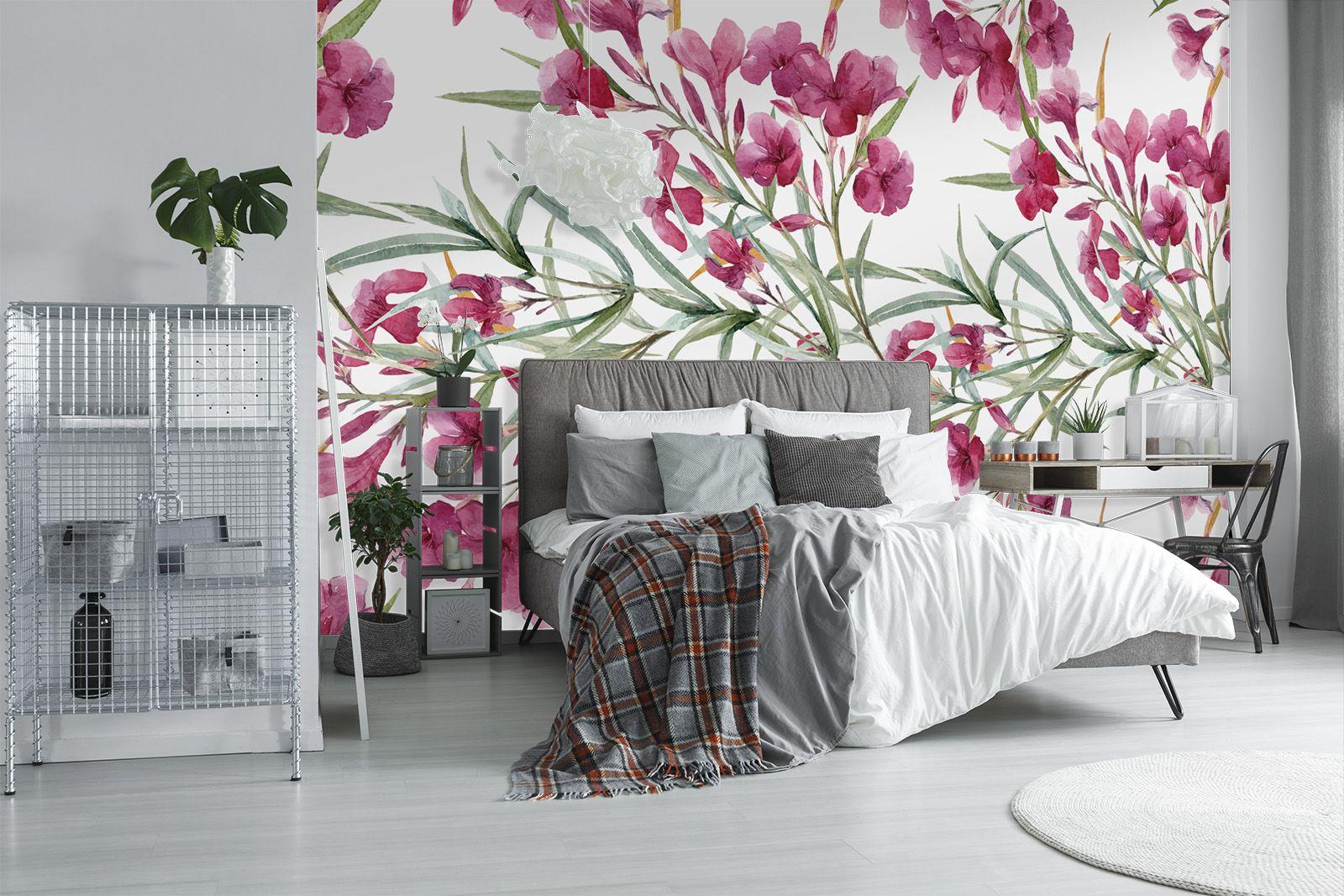 Sypialnia Z Dominującą Tapetą W Różowe Kwiaty Sypialnia