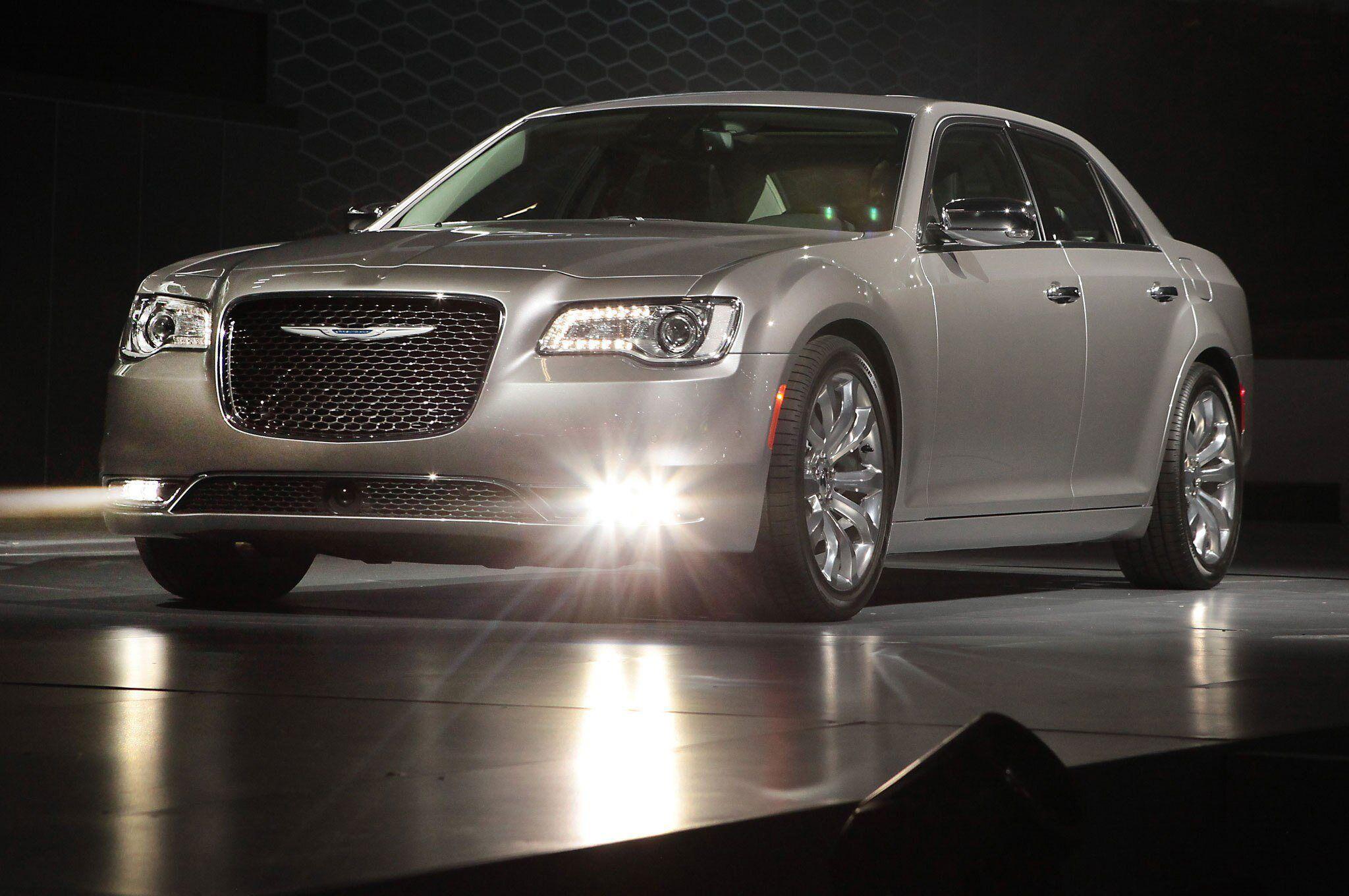 2021 Chrysler 300 Srt8 Pictures