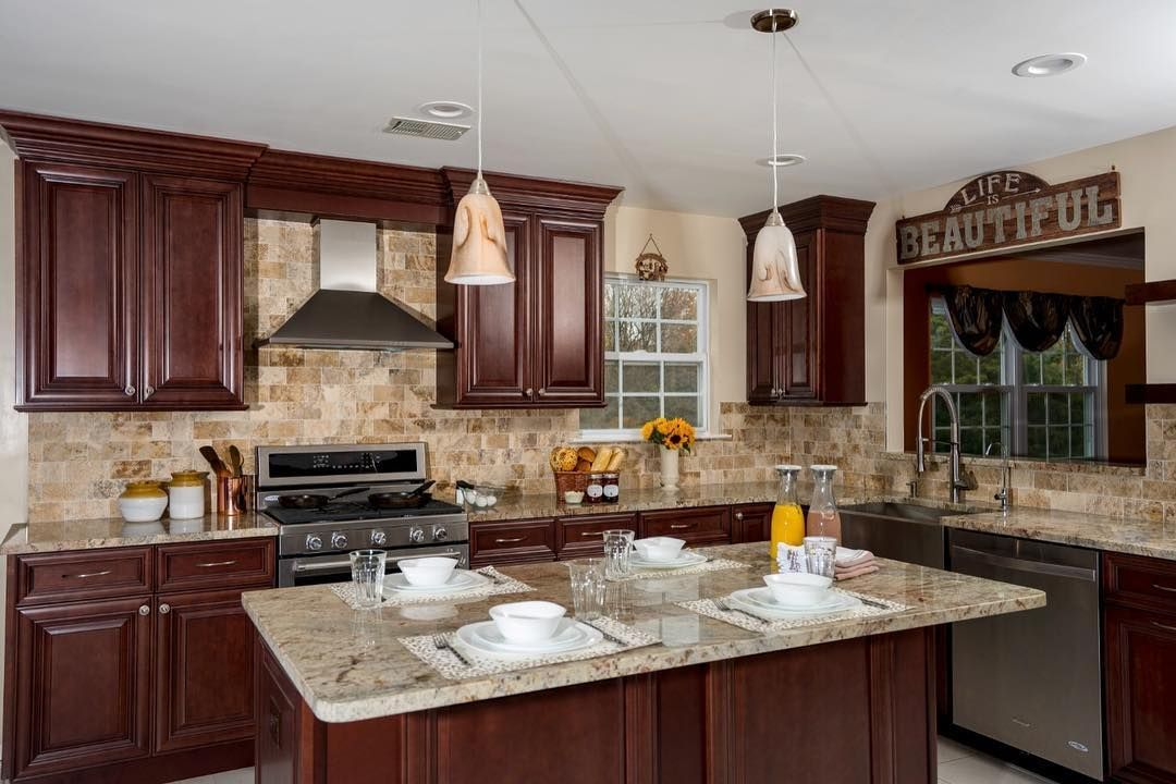 Elegant Kitchens Bath On Instagram Elegant Kitchens Bath Sources Amaz Traditional Kitchen Design Traditional Kitchen Cabinets Kitchen Design Modern White