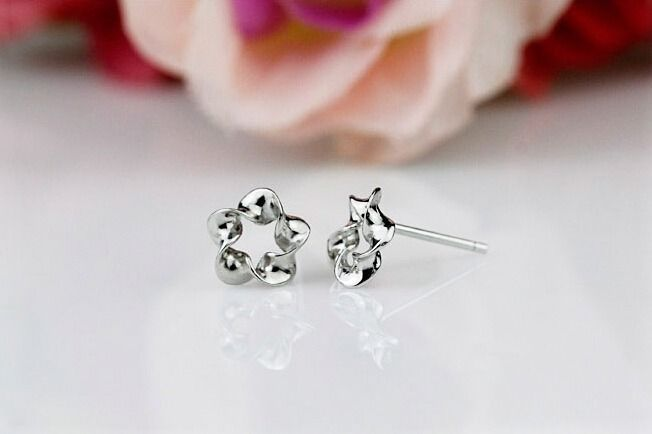 9K White Gold Filled Silver Flower Stylish Hypo-Allergenic Pierced Earrings Stud #Stud