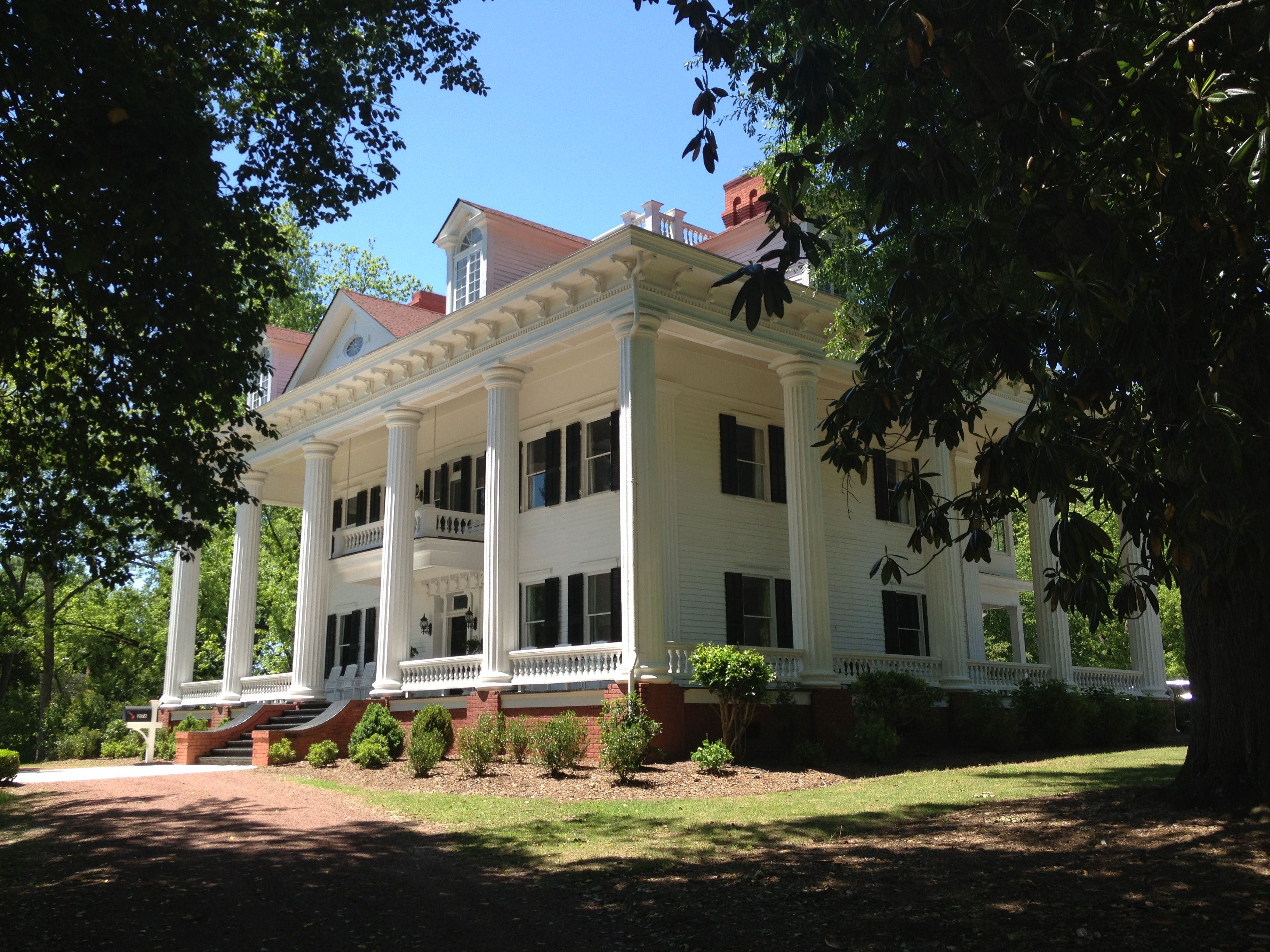 Twelve Oaks Bed Breakfast In Covington Georgia Was The Inspiration For Gone With Wind I Love This Old Southern Antebellum Home