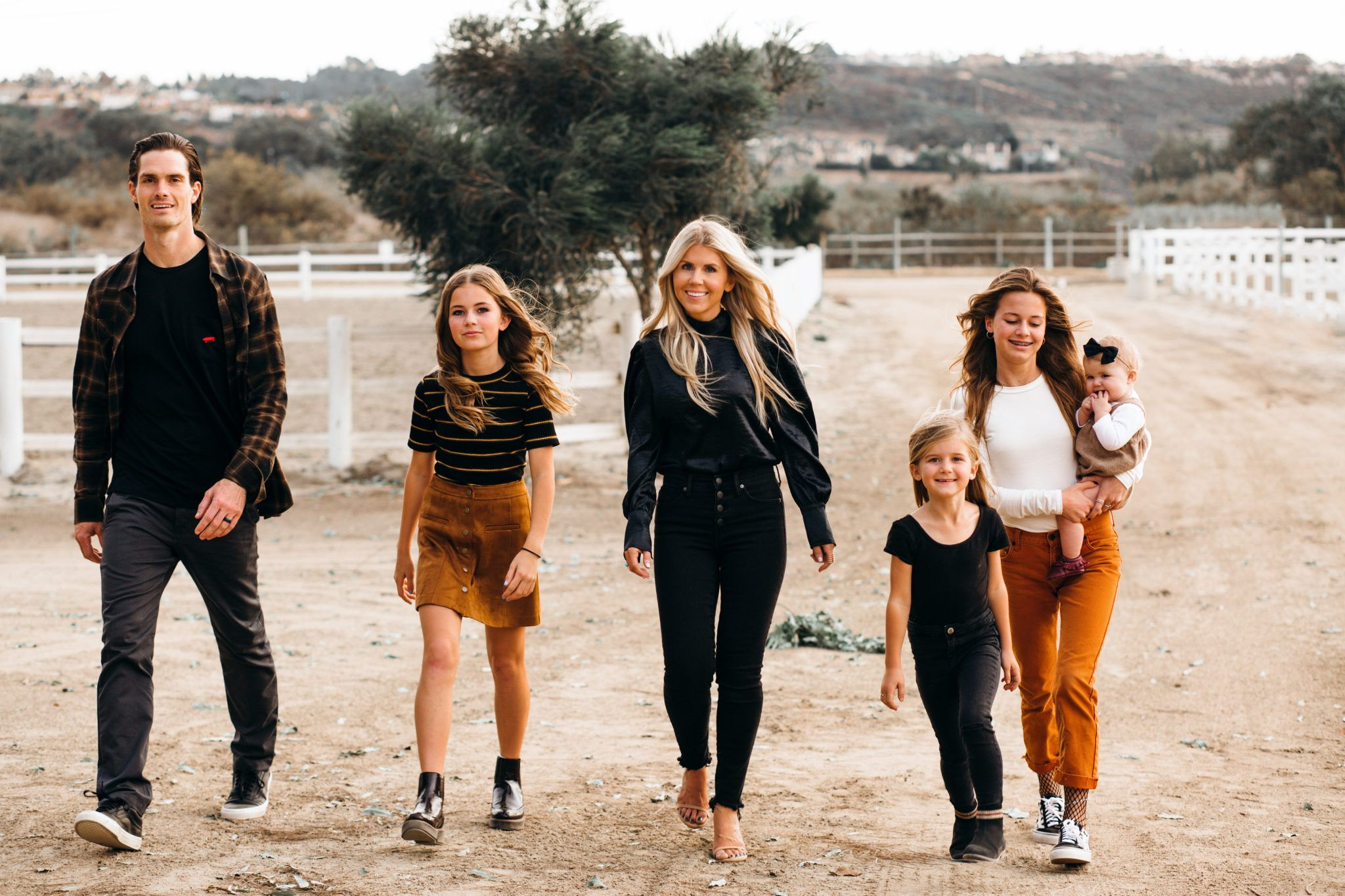 Lisa Allen From Salty Lashes On Family Picture Outfit Ideas
