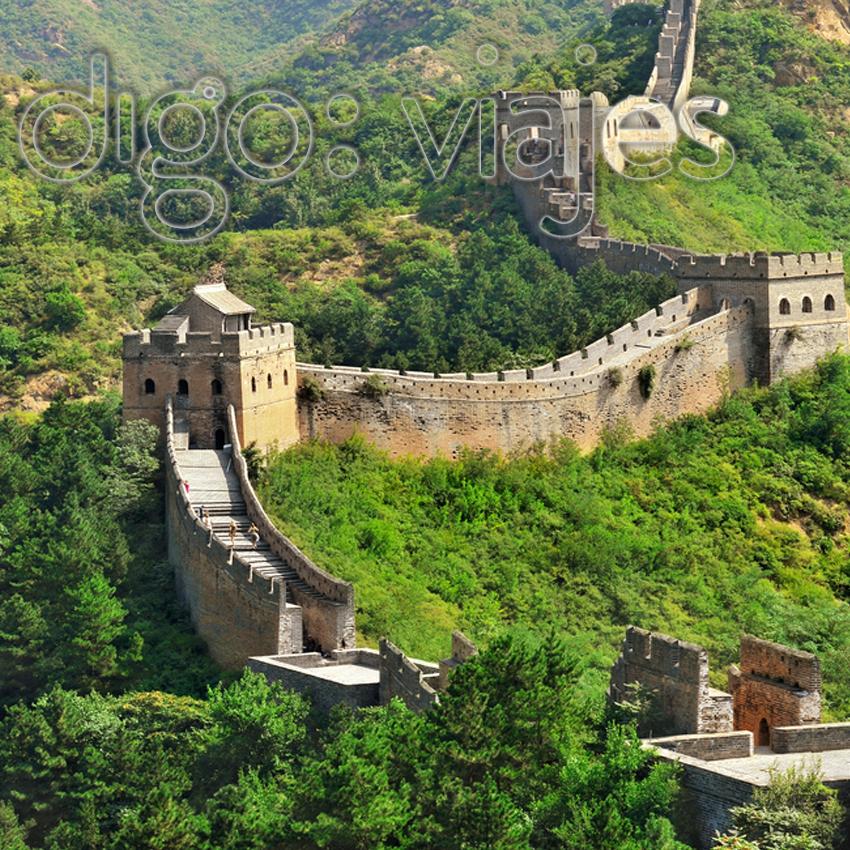 La Gran Muralla De China Está Calificada Como Una De Las Maravillasdelmundo Es Una Antigua Fortificación China Construida Y Reconst Travel Tours House Styles