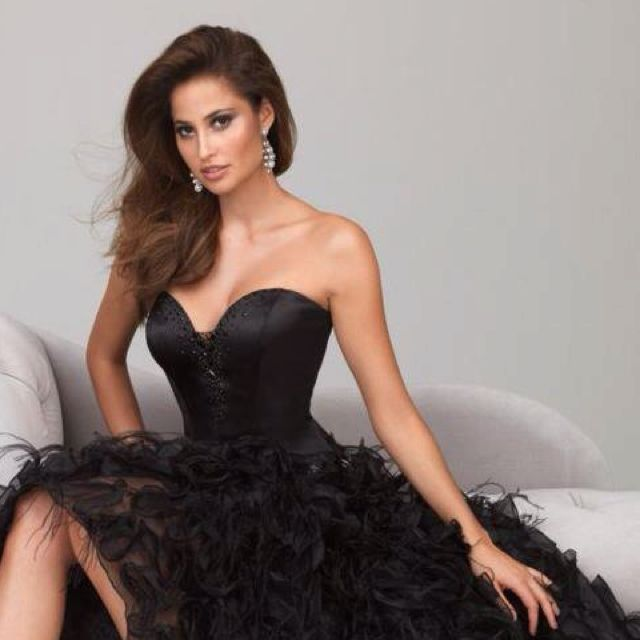 Stunning Black Evening Gown www.hillsinhollywood.com