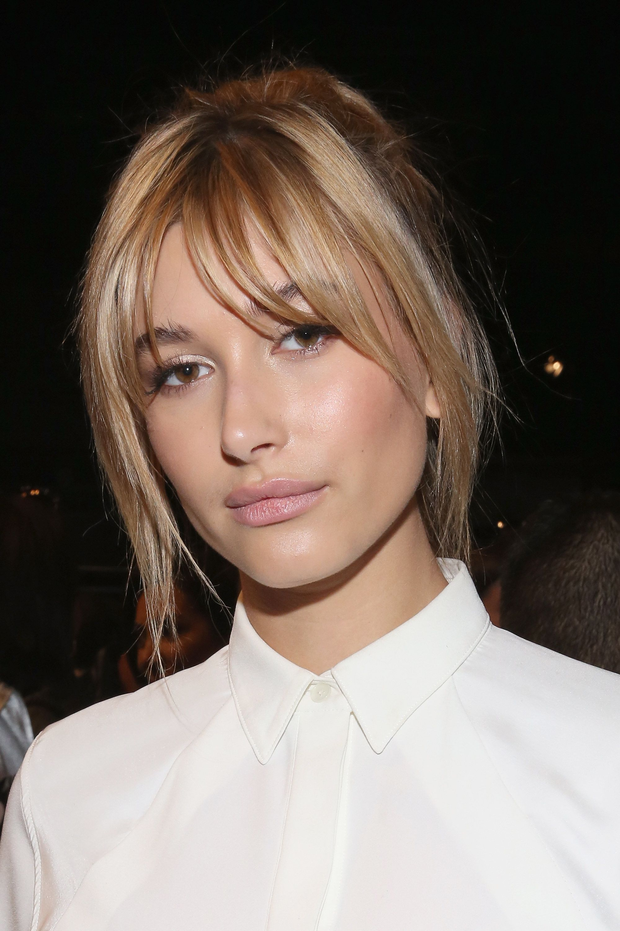 Hailey Baldwin S Best Beauty Looks Are Serious Inspo Long Blonde Hair Layered Hair With Bangs Hair Styles