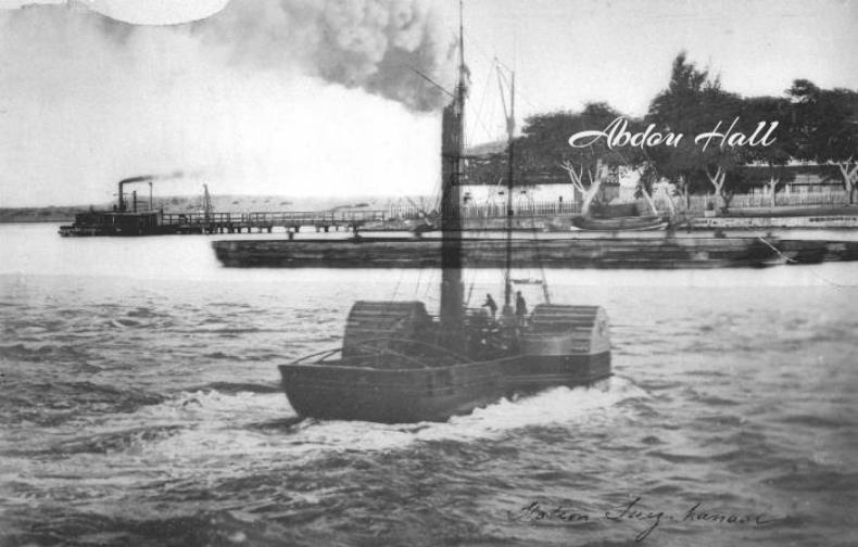 صورة نادرة لمركب فى بحيرة التمساح قبالة جزيرة الفرسان Suez Natural Landmarks Dieselpunk