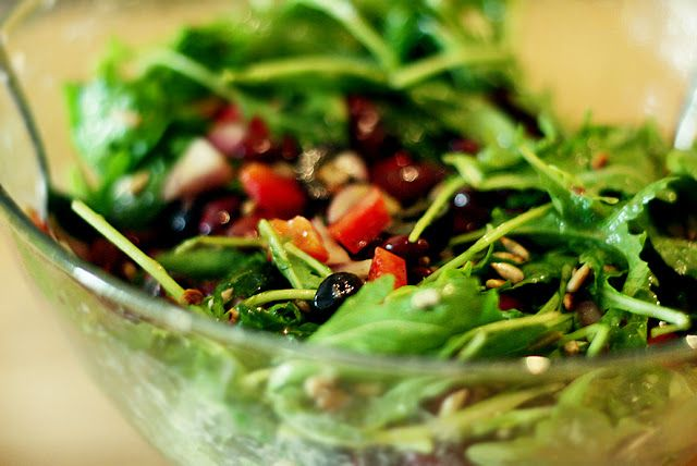 MniuMniu - Kuchnia roślinna: SAŁATKA Z CZERWONEJ FASOLI I RUKOLI