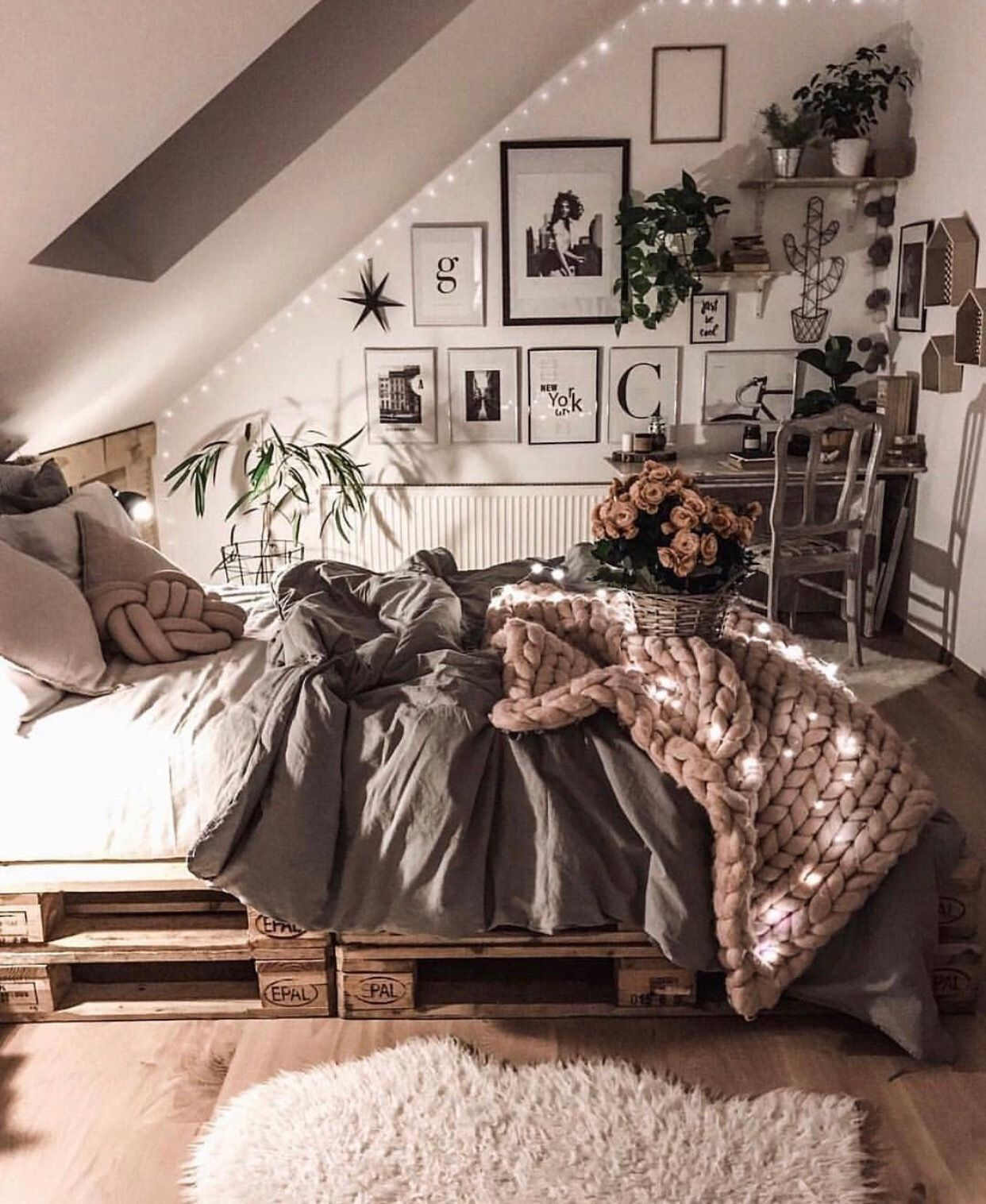 34+ Small Bedroom Ideas to Make Your Home Look Bigger images