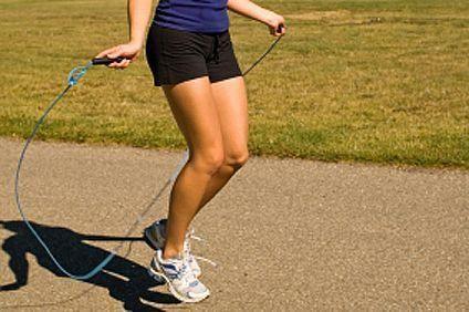 7 Exercices de corde à sauter | Corde à sauter exercices ...
