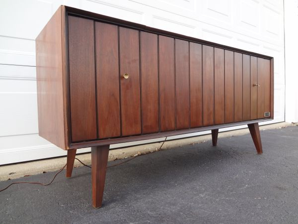 Chicago: Mid Century Modern Zenith Stereo Console Credenza Danish WOW  Look!! $229