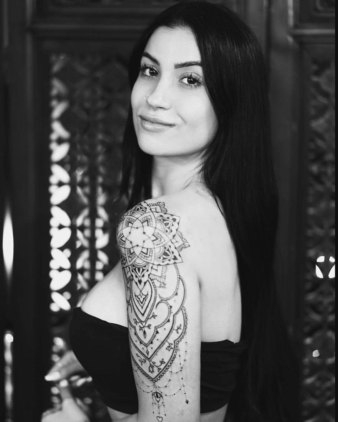 Tattoo Bianca Andrade/ Boca Rosa Mandala Tatuagem