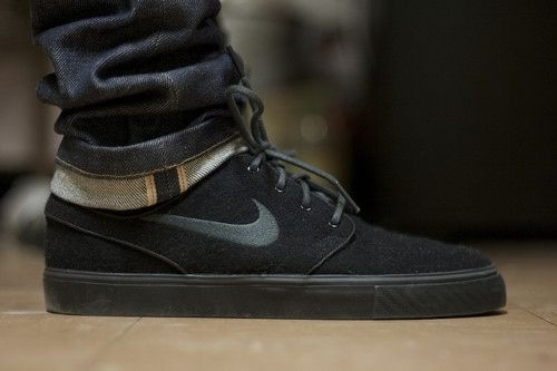 6cbf9747351066 Nike SB Stefan Janoski pure black. If only I could pull these off ...