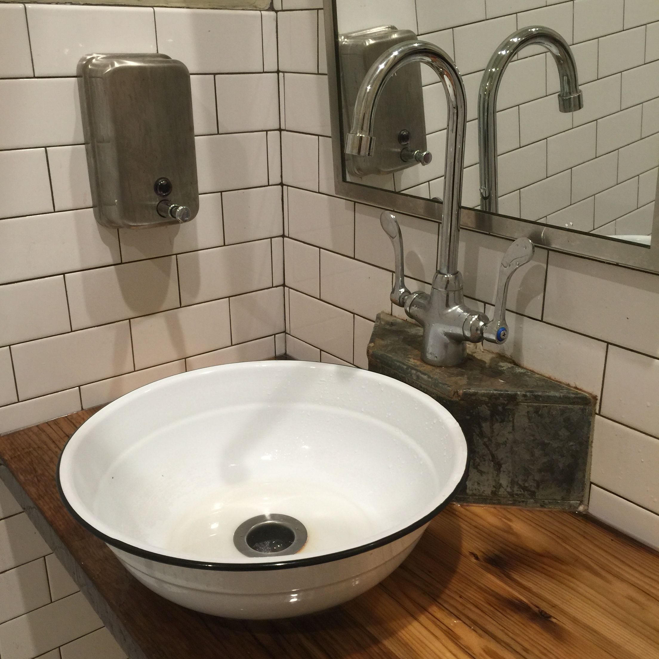 Enamelware Bowl As A Sink Bathroom Sink Diy Enamelware Decor