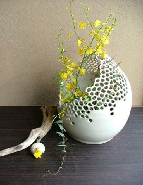 Filigree ceramics by Emogayu ... via Designchen #ceramicpottery