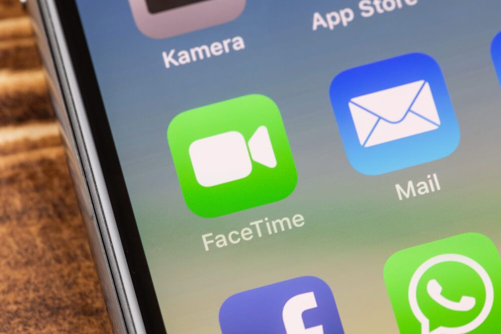 Apple's FaceTime is sending audio without accepting a call