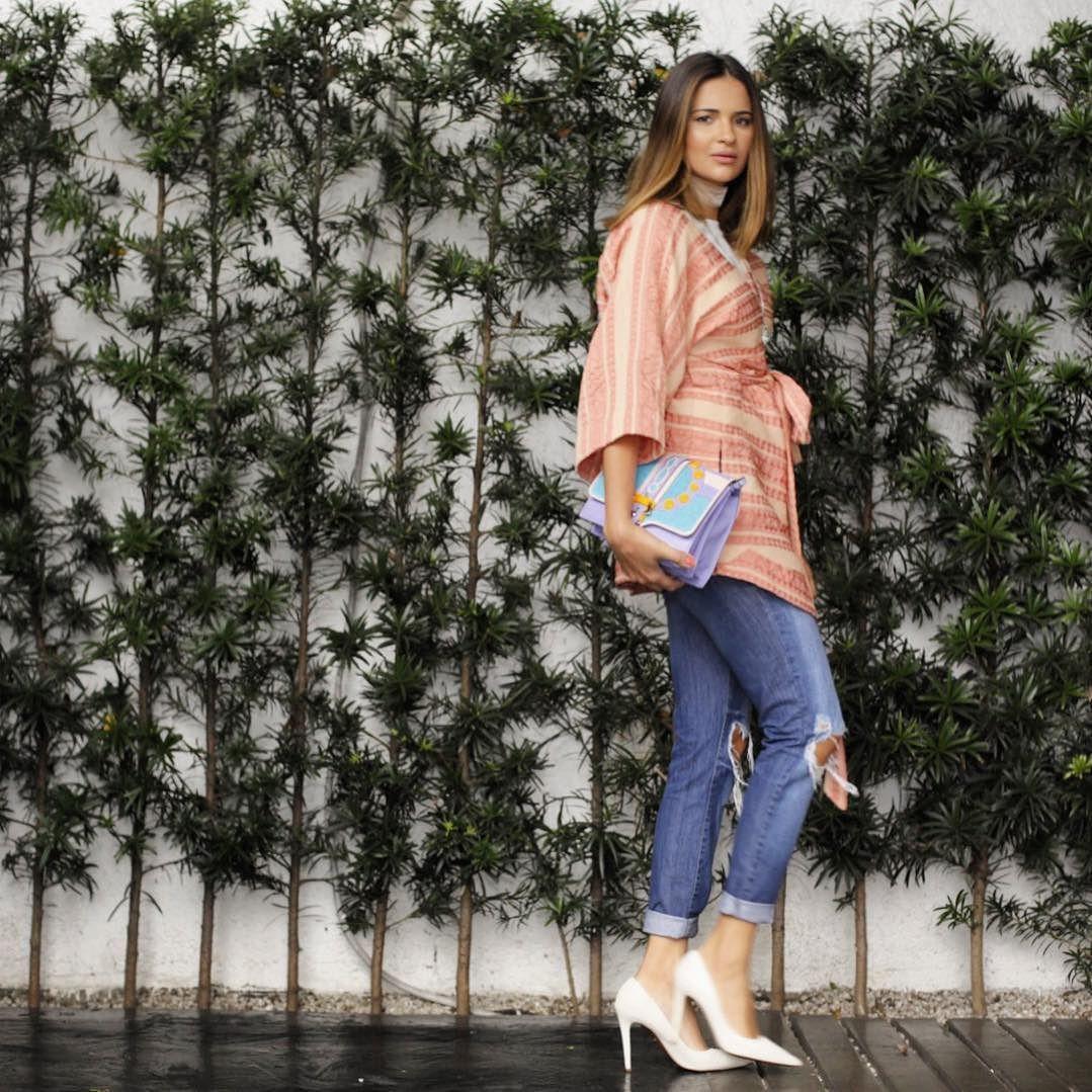A nova coleção de Verão 2017 da marca @olympiahoficial surge em um feminino e delicado trabalho em fios nobres. No clique a escolha da Fhits recifense @blogrebekaguerra com kimono em fio italiano no tom Terra Clara. So pretty!  #MidiaDateAliceFerraz