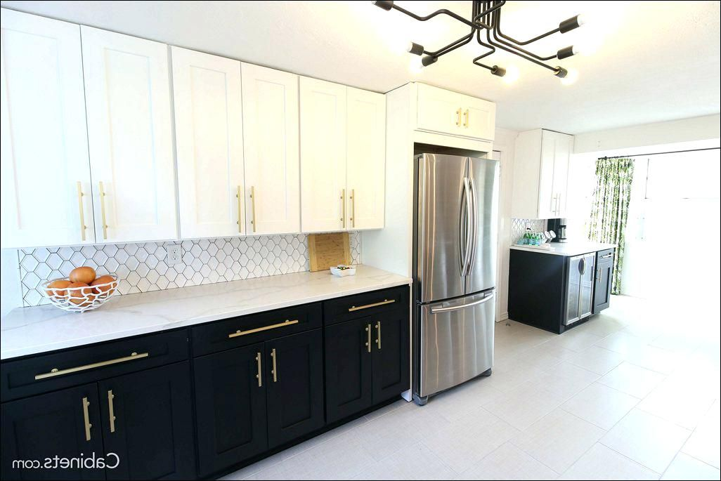 Full Height Cabinets Without Crown Molding And Light Rail Upper Cabinets Kitchen Cabinets Kitchen