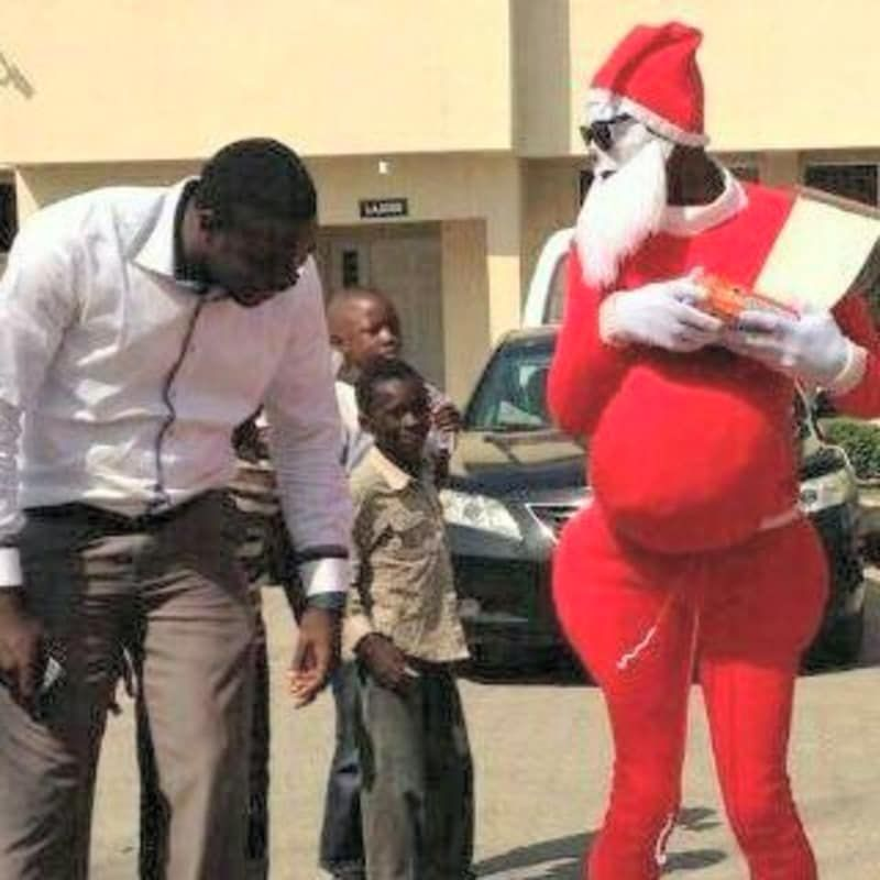 9 Hilarious Pictures That Prove Santa Claus And Father Christmas Are Not The Same Zikoko Zikoko Father Christmas Just For Laughs Funny Pictures