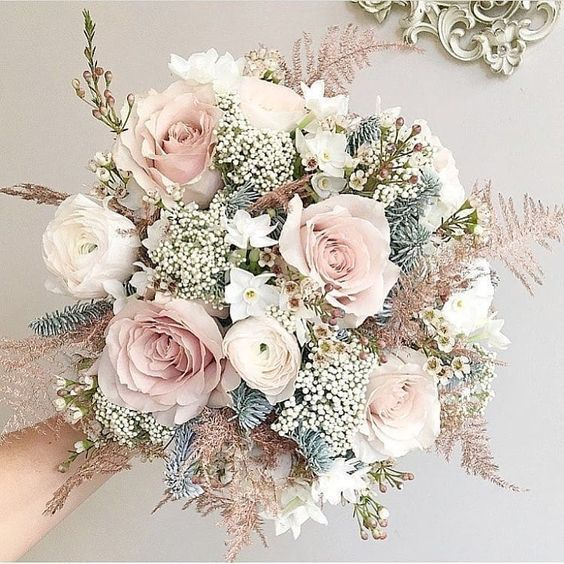 Hottest 7 Spring Wedding Flowers to Rock Your Big Day---elegant bridal wedding bouquets with peonies and roses, spring wedding flowers, diy wedding bouquet on a budget #springwedding #springbouquet #hochzeitsdeko