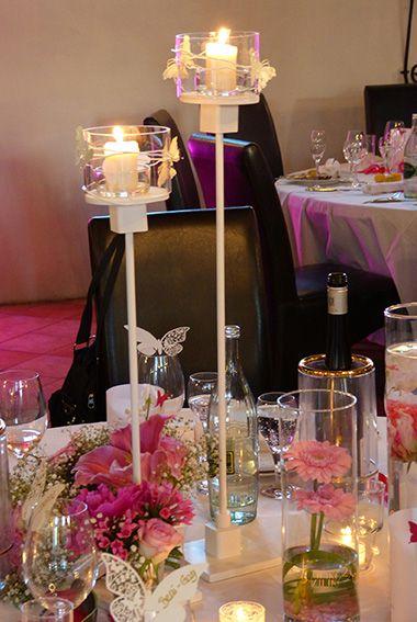 Hochzeitsdeko Mit Hohen Kerzenleuchtern In Weiss Mit Zylindervasen In Pink Und Rosa Im Weingut Flick Falkenberg Flor Hochzeitsdekoration Rheingau Dekoration