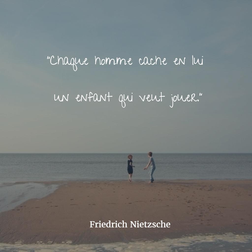 Citaten Nietzsche : Quot chaque homme cache en lui un enfant qui veut jouer