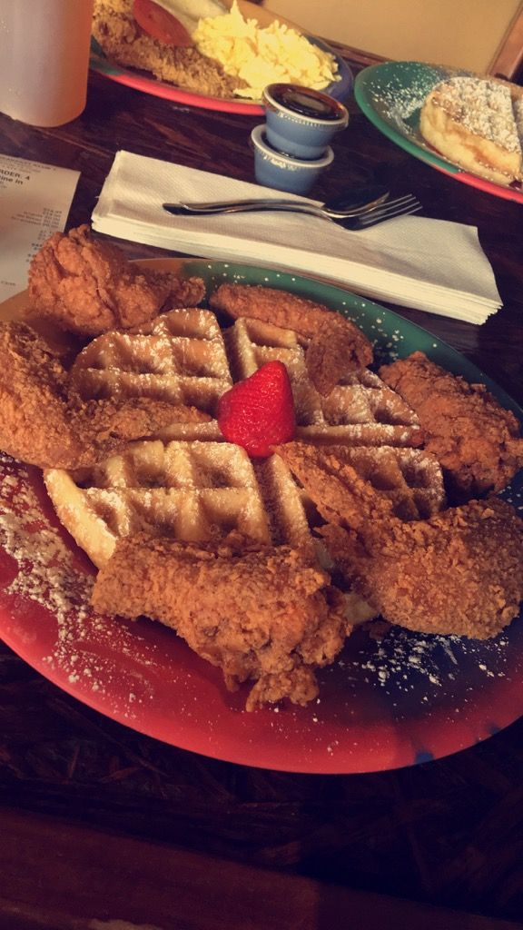 The Breakfast Club Houston Texas Chicken Waffles Foodtastic In