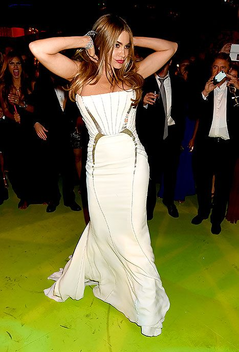 Wedding Nip Slip.Oopsies Sofia Vergara Suffers Nip Slip While Dancing With Derek
