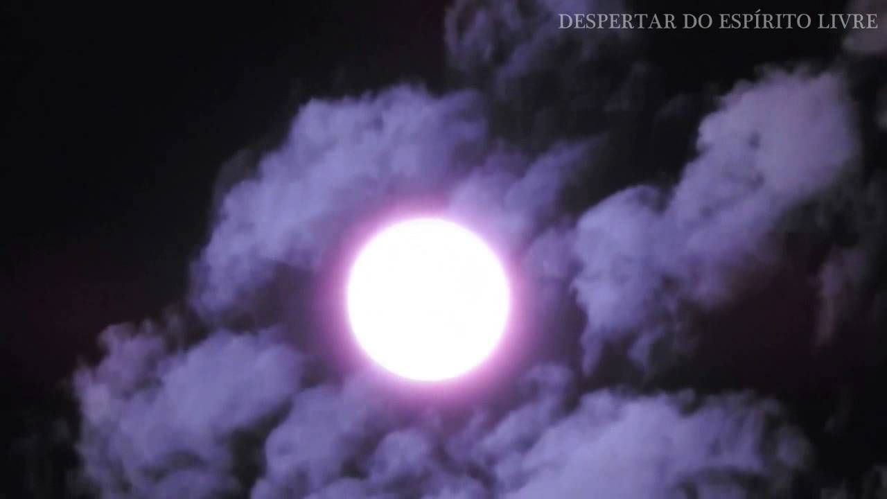 Nuvens atrás da lua? (INACREDITÁVEL)