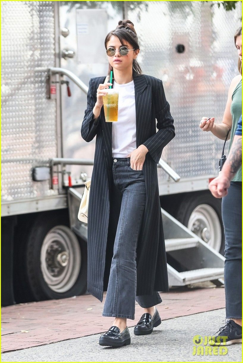 Selena Gomez Amp Timothee Chalamet Enjoy A Break On Set Of