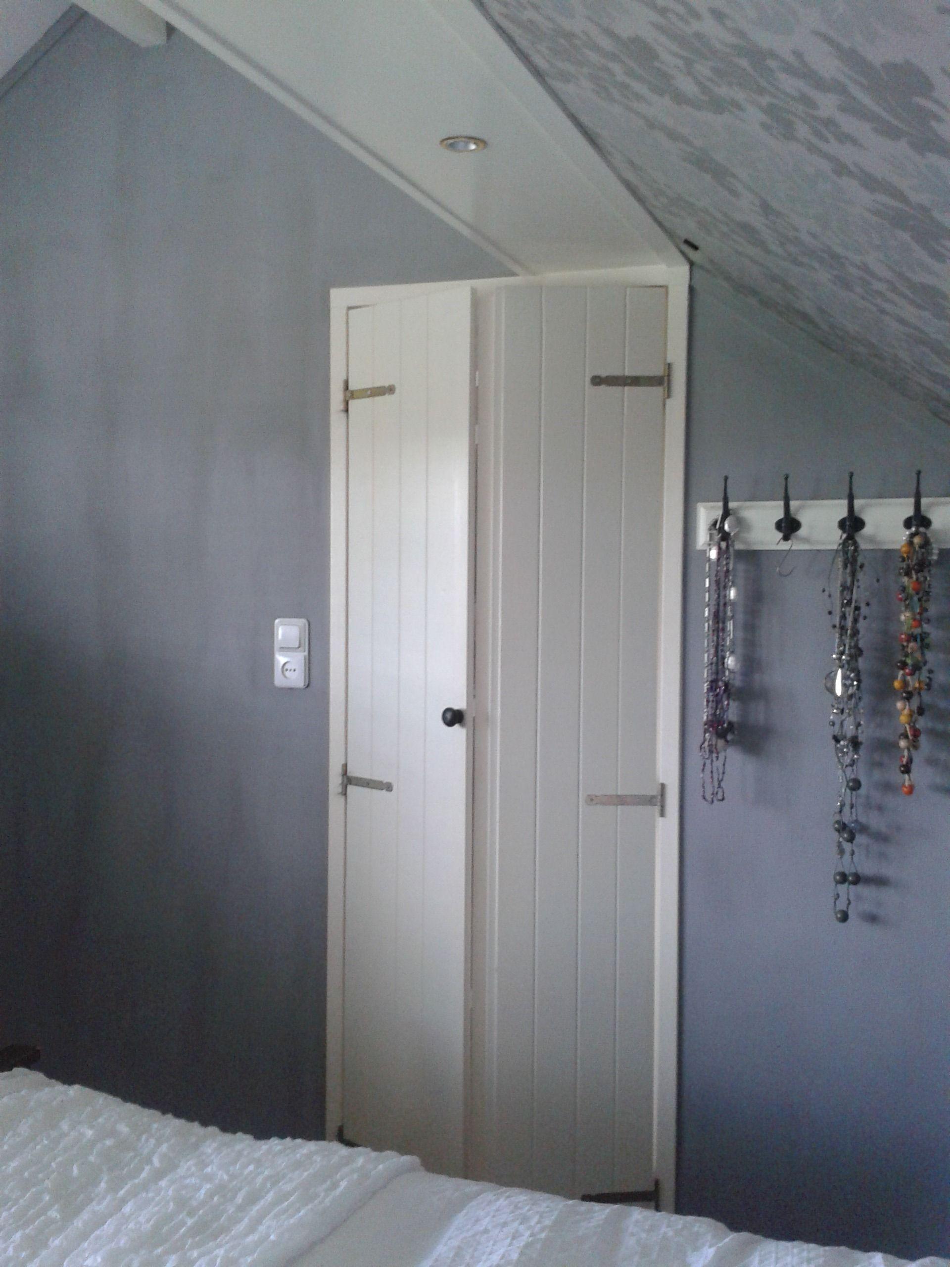 Top DIY: Simpele deuren van MDF, lijnen erin frezen en scharnieren IX08
