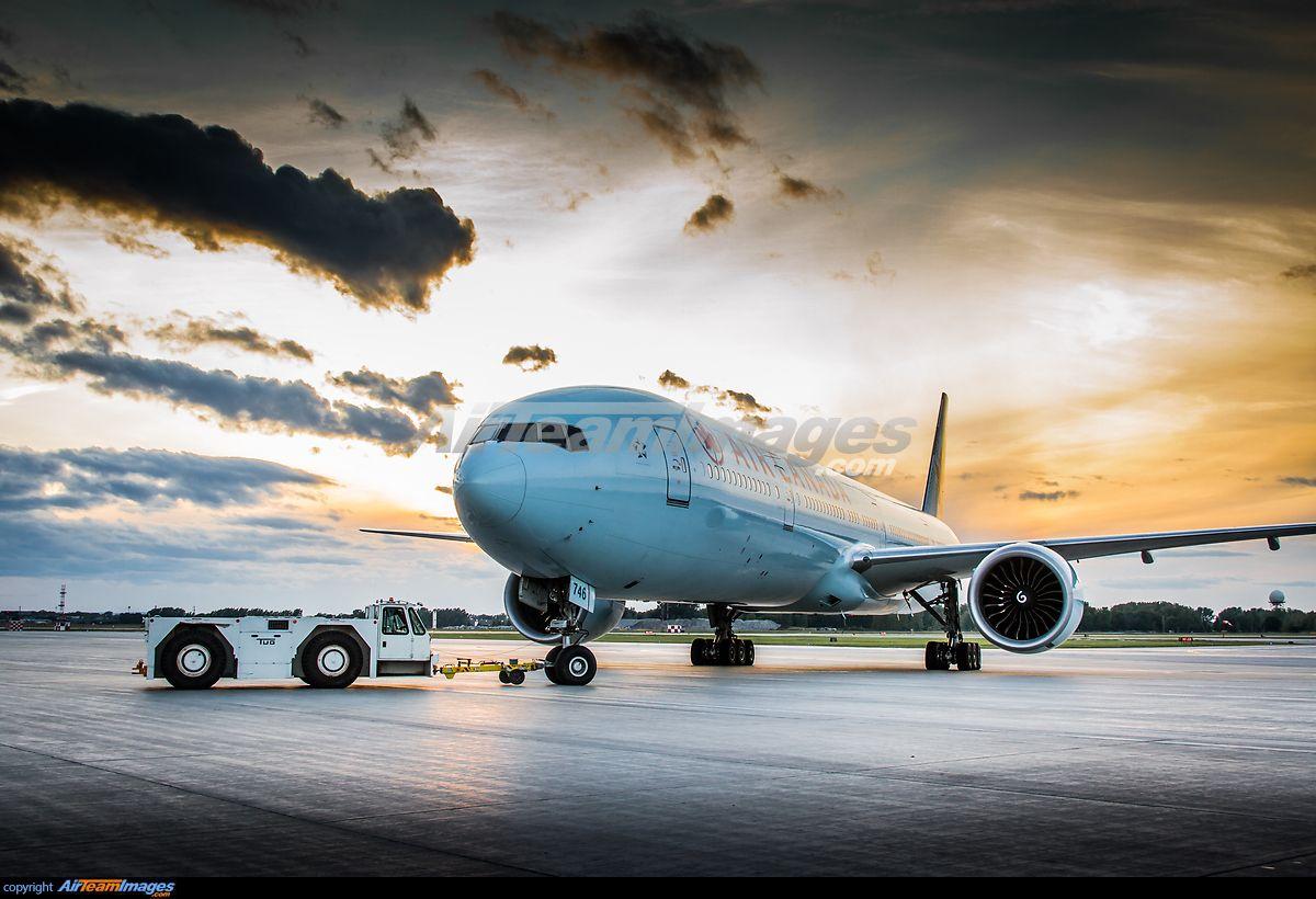 Boeing 777333/ER 飛行機, スカイ