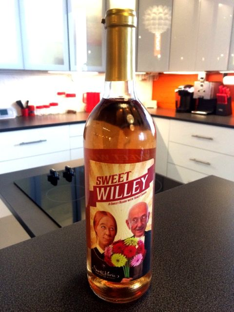 Blush wine with tangy charm! A bouquet of fresh floral aromas, white fruit flavors and a delightful kick on the finish. Great with spicy food and friends!