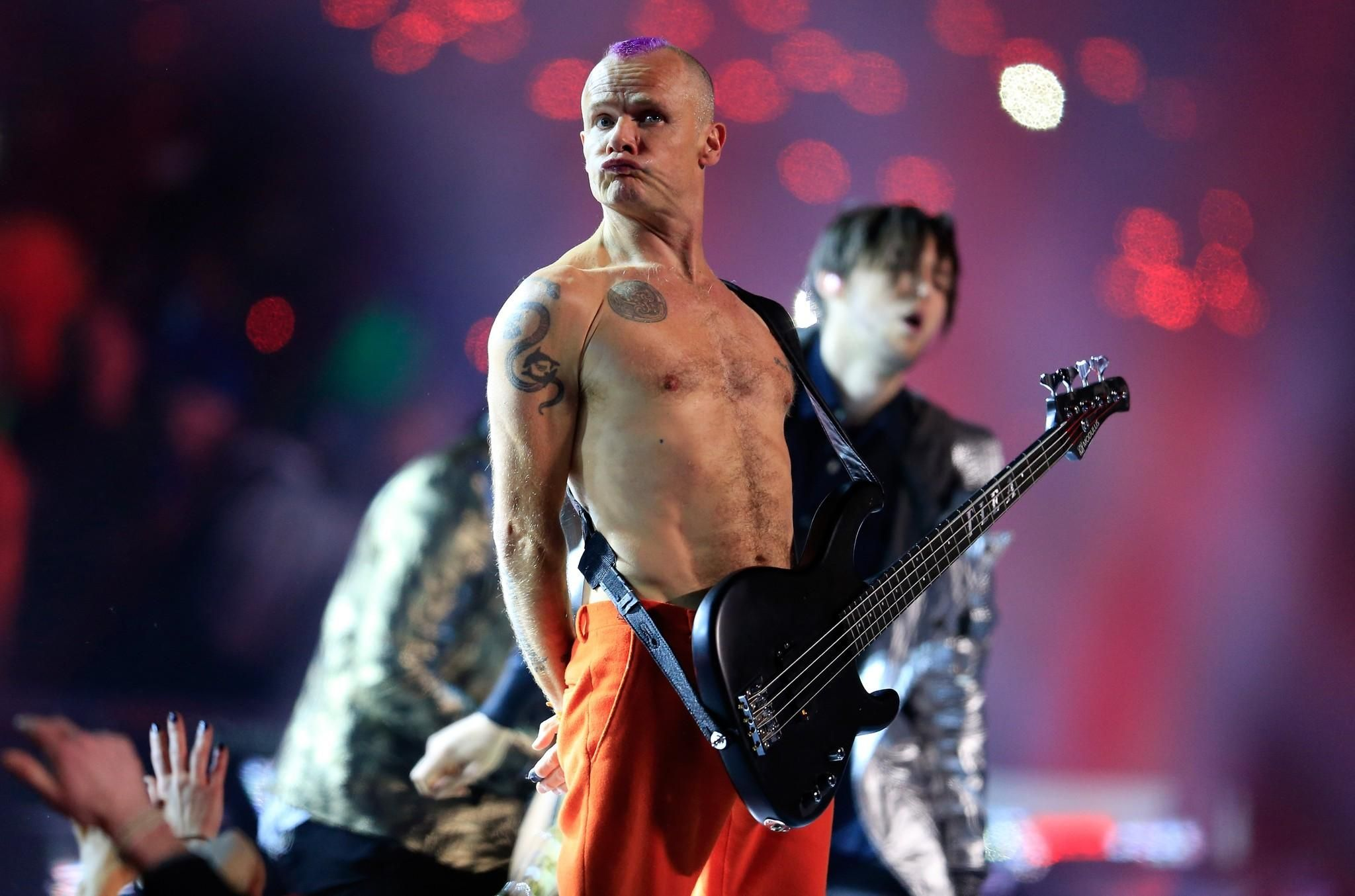 Red Hot Chili Peppers Under The Bridge Single 1962 Born On This Day Michael Balzary Flea Bass Vocals Red Hot Chili Peppers 1994 Uk No 9 Single Red Hot Chili Peppers Hottest Chili Pepper Hot Chili