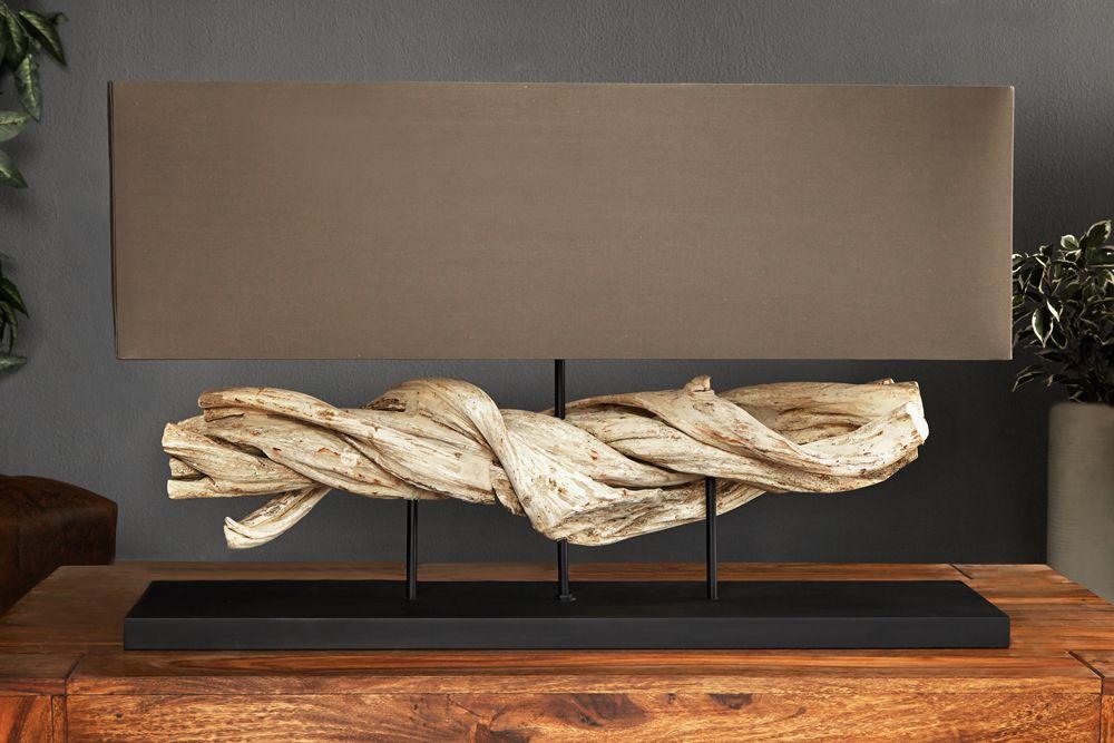 Die Eindrucksvolle Lampe Figuvine Mit Einem Fuss Aus Naturbelassenem Massivholz Sorgt Fur Ein Rustikales Flair In Ihrem Lampen Zimmerdekoration Stehlampe Holz