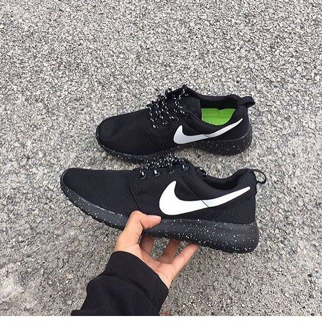 new styles 1d277 f49b2 Code : Nike Roshe Run Price : RM110 free postage WM Size ...