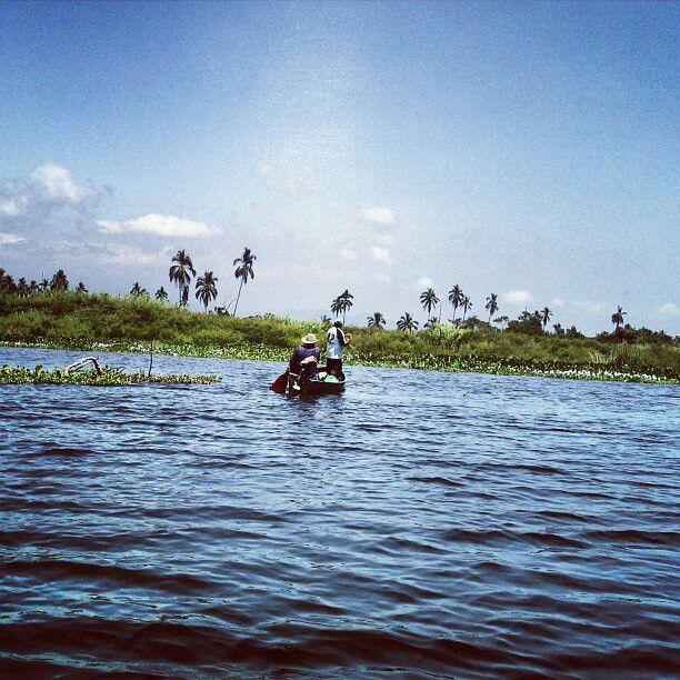Pescando en la Laguna de Tres Palos, Gro.