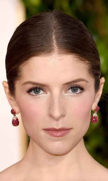 Anna Kendrick Here Anna rocks a tried and true beauty secret: wear white eyeliner to make your eye colour pop. Photo: © Getty Images