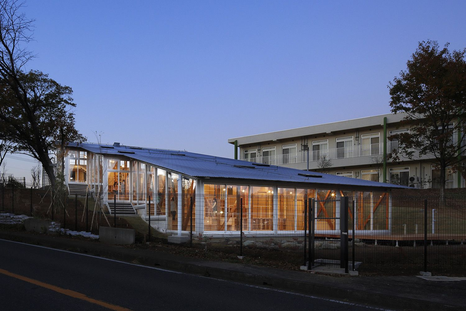 8 Excellent Examples of What Innovative 21st Century Schools Should Look Like,Hakusui Nursery School / Yamazaki Kentaro Design Workshop. Image Cortesía de Yamazaki Kentaro Design Workshop