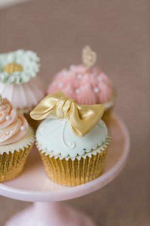 bow cupcakes | www.onefabday.com