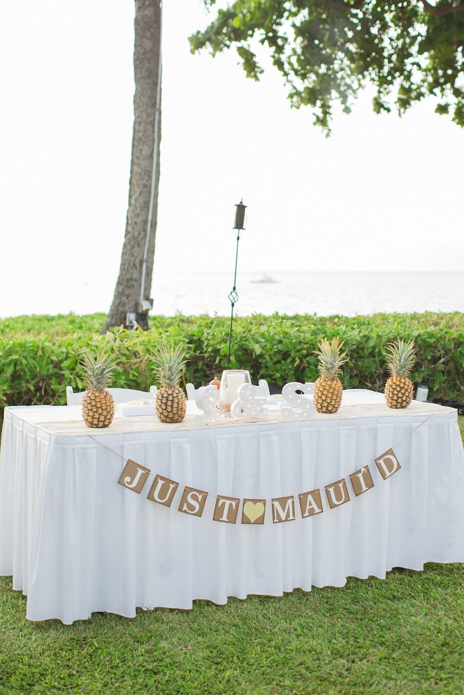 Just Maui\'d table with Pineapple Centerpiece - Royal Lahaina Resort ...