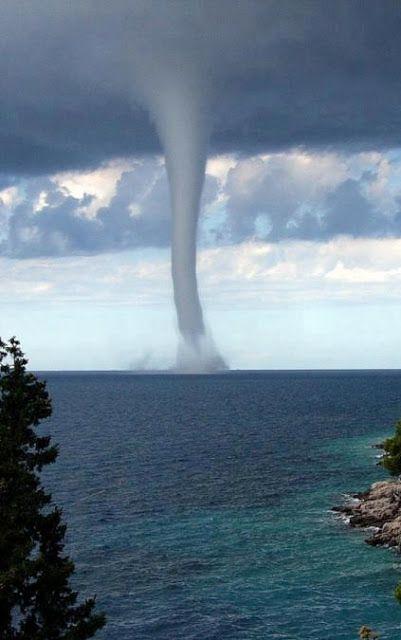 Water Spout Tornado 10 Beautiful Photos Nature Photos Nature Beautiful Nature
