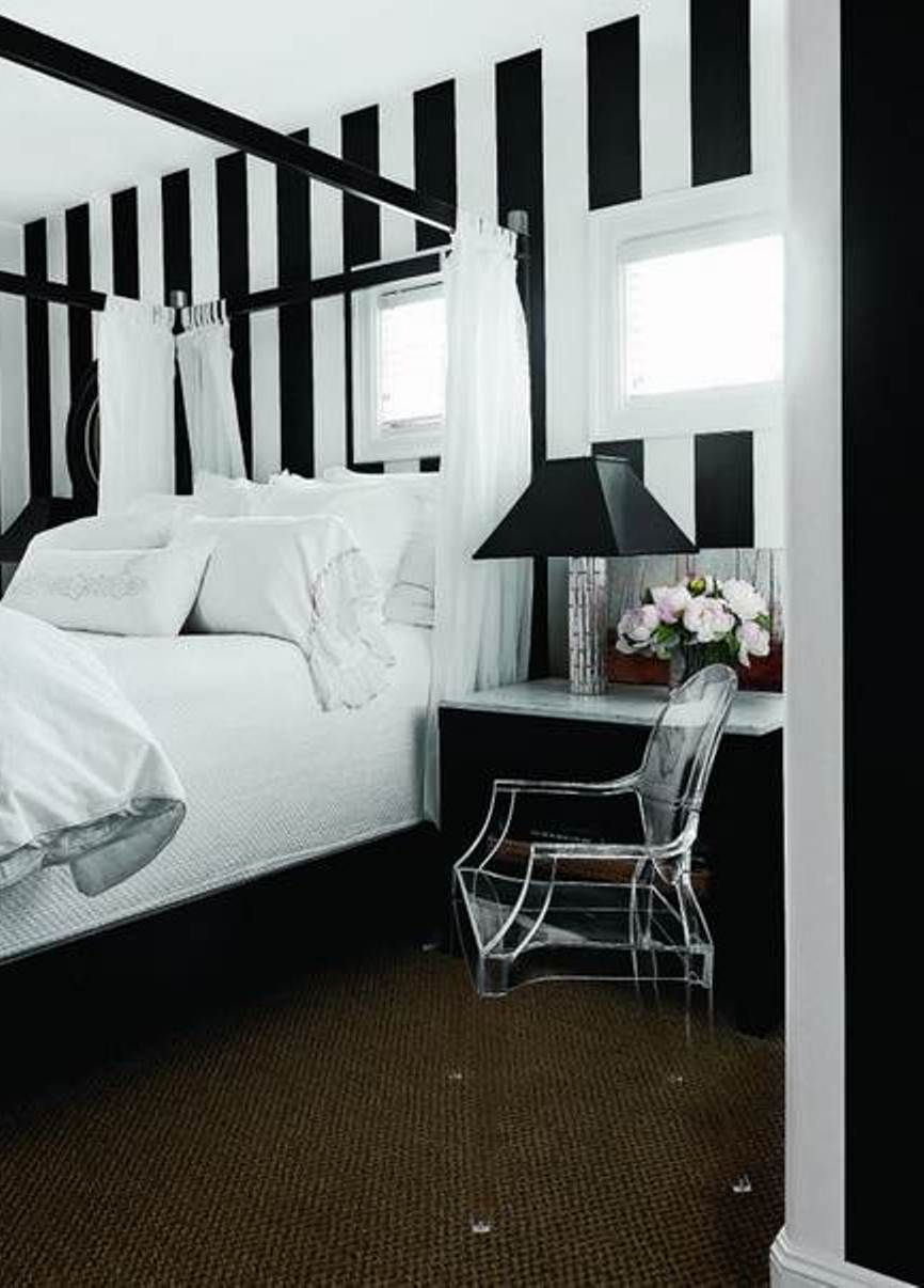 I Love The Black And White Wall Bedroom Color Schemes Wall Decor Bedroom Bedroom Wall Colors