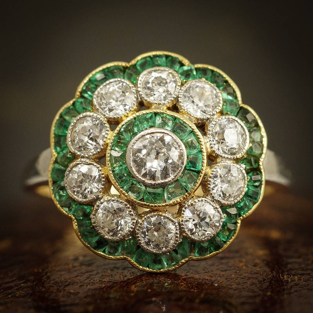 Stunning #Edwardian #emerald and #diamond flower cluster ring. Available now at www.butterlaneantiques.com :) #antiquejewelry #butterlaneantiques #showmeyourrings #EdwardianJewerly #flowerring #ringsofinstagram #jotd