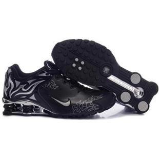 e0e722f6d0df73 104265 041 Nike Shox R4 Black Black J09094