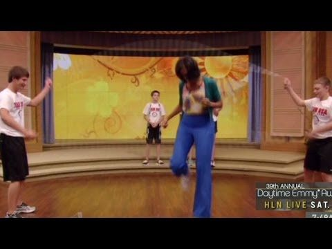 First Lady Michelle Obama can do the dougie AND jump double dutch - double first